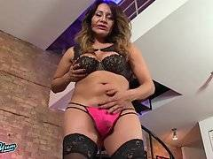 Curvy Samantha Plays With Herself