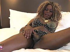 Gorgeous Vivian Spice Strokes It!